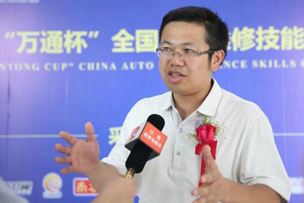 江西省人力资源和社会保障厅副处长罗文接受媒体采访.jpg