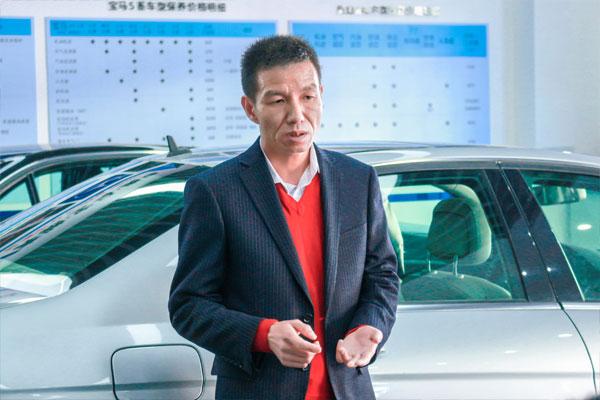 昆明灿福汽车有限公司的易总,在给同学们做创业讲座.jpg