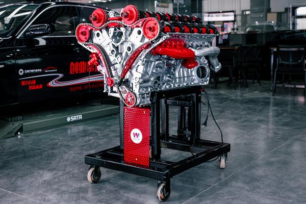 V型12缸发动机演示台架亮相校园.jpg