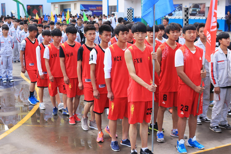 运动员入场,2016万通篮球赛开幕了!