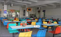 万通新生入学初体验之整洁的校园餐厅